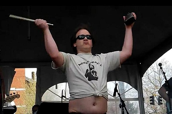 phish�s jon fishman helps set cowbell world record