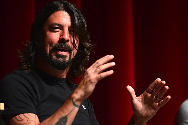 foo fighters dave grohl honored with 900 pound drumsticks. Black Bedroom Furniture Sets. Home Design Ideas
