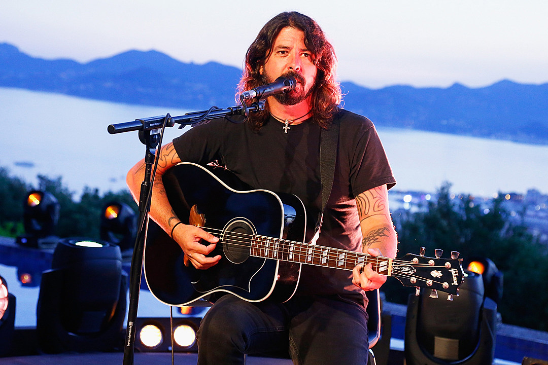 Dave Grohl Performs Solo Acoustic Show at Cannes