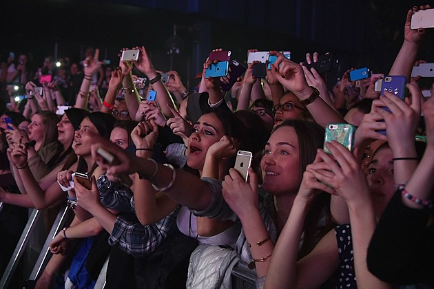 The Smart Pouch Keeping Fans From Using Phones At Concerts